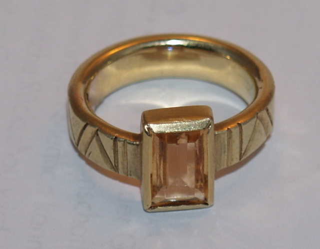 # Ring, Gold, Topas
