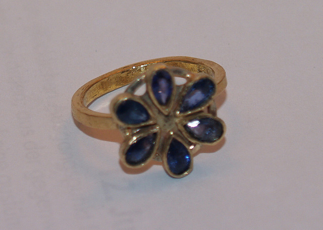 # Ring- Gold, Saphire